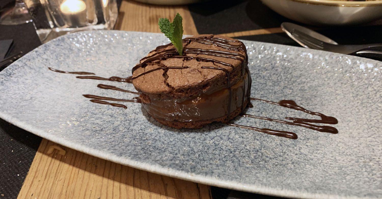 alfajor argentino de chocolate y dulce de leche en el restaurante Toga
